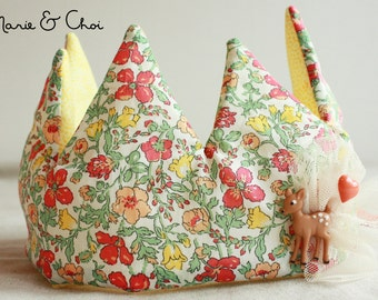 Adjustable fabric crown