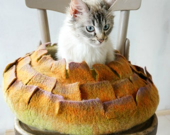 Cat bed/ cat cave/ cat house/ Felted cat house 100% wool/ M size/ Ready to ship!
