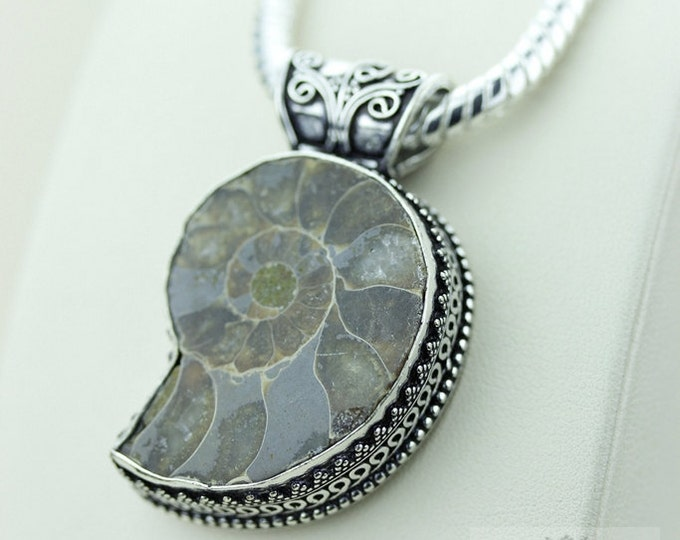 Ammonite Fossil 925 S0LID Sterling Silver Vintage Style Setting Pendant + 4mm Snake Chain & Free Worldwide Shipping p2590