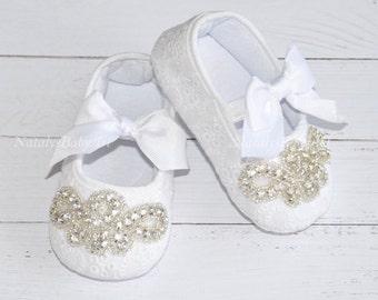 White Baby Girl shoes Crystal Girl Christening shoes Wedding Baby Girl shoes Girl crib shoes Crystal baby shoes Baptism baby girl shoes