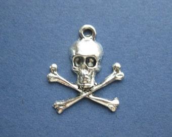 10 Skull Cross Bone Charms - Skull Cross Bone Pendants - Skull Pendant - Skull Charm - Antique Silver - 23mm x 20mm -- -(No.68-10235)