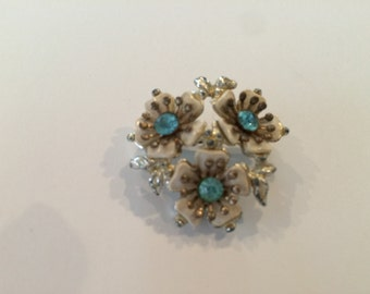 Small vintage floral brooch