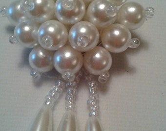1960's vintage faux pearl and bead waterfall brooch.
