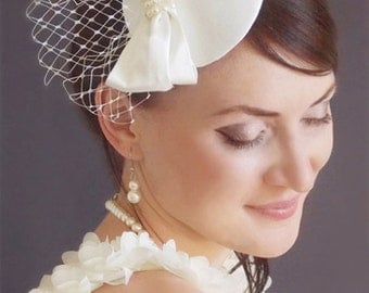Bridal Mini Hat - Ivory hat - Fascinator -Bridal fascinator - Wedding hat - Wedding birdcage veil - Vintage birdcage veil - Fascinator ivory