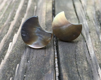 Moon Shaped Pearly Earrings