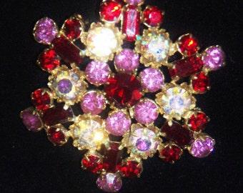 Vintage 1950s star shaped rhinestone crystal brooch flashing aurora borealis stones rolling pin clasp