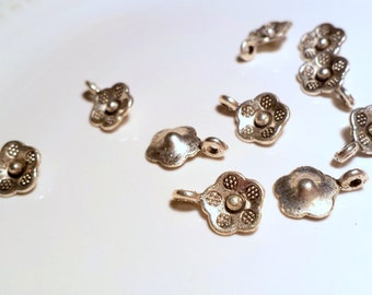 Flower bails x 10, Flower charms, silver tone charms, silver tone bails