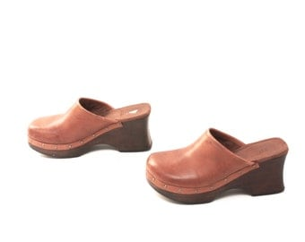size 8 CLOGS tan leather 80s 90s WOODEN slip on wedge mules