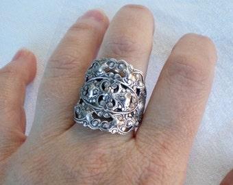 oO WOODLAND Oo Medieval silver ring