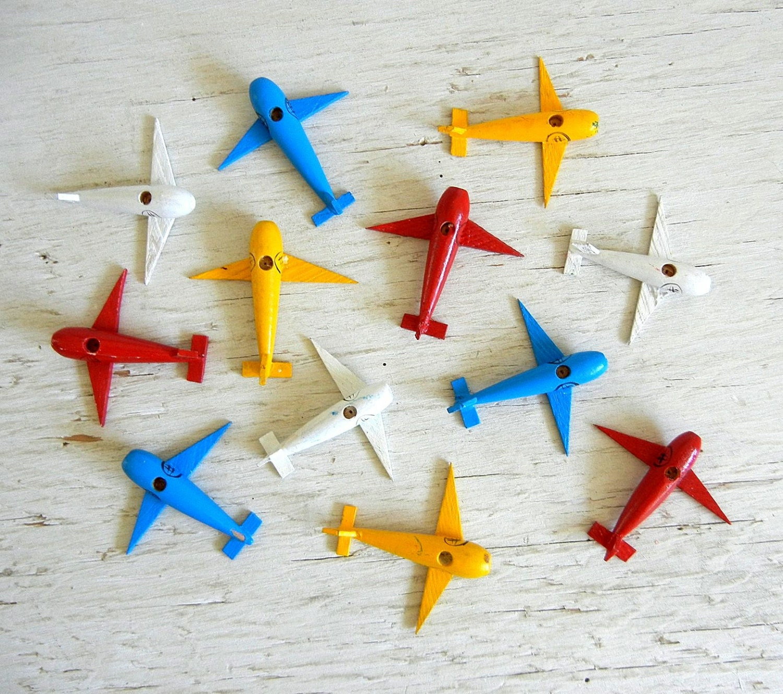 Avion porte bougies d 39 anniversaire avions en bois for Decoration porte plane