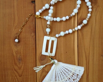 white and gold miniature fan necklace - 529