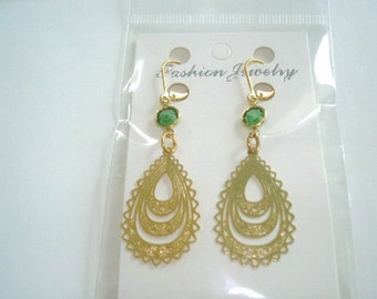 Emerald Green Glass Stone Vintage Jewelry Earrings Gold Tone Filigree