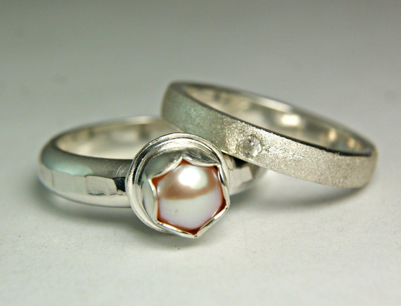 pink pearl ring hammered band pearl wedding set bridal. Black Bedroom Furniture Sets. Home Design Ideas