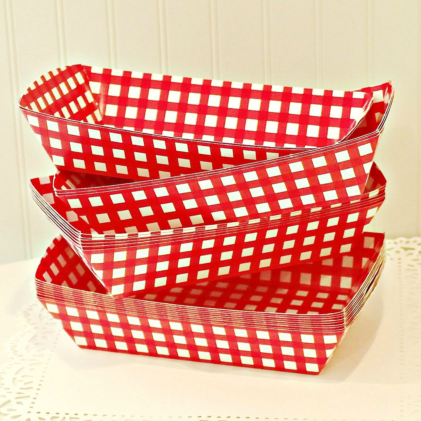 This is for a set of Food Trays. Each tray has a red & white crosshatch pattern. Hold classic delicacies like nachos, fries, tacos, hot corn dogs, cookies, kebabs, popcorn, other finger foods, or your.
