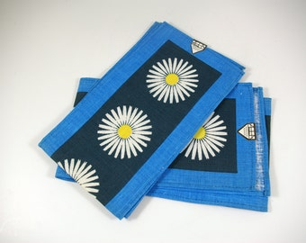 Blue Daisy Petite Table Runner by Skånk Souvenir