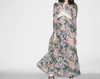Vintage 1970s Maxi Dress - 70s  Maxi Dress - Lavender Floral and Crochet Maxi Dress  - WD0274