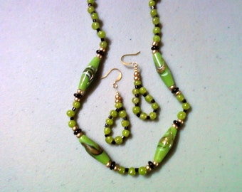 Apple Green, Black and Gold Necklace and Earrings (0907)