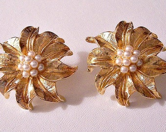 Avon Pearl Flower Pierced Post Earrings Small Seed Bead Gold Tone Vintage Brushed Round Large Detailed Fine Lined Curl Leaves Center Cluster