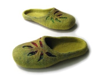 Women house shoes, felted wool natural slippers, Felted shoes