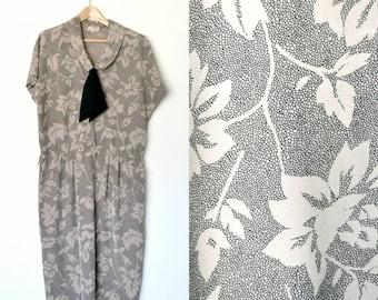 Vintage 80s floral print dress Bow tie Dolman cap sleeves Chelsea collar Back center pleat cut Plus size / X-large