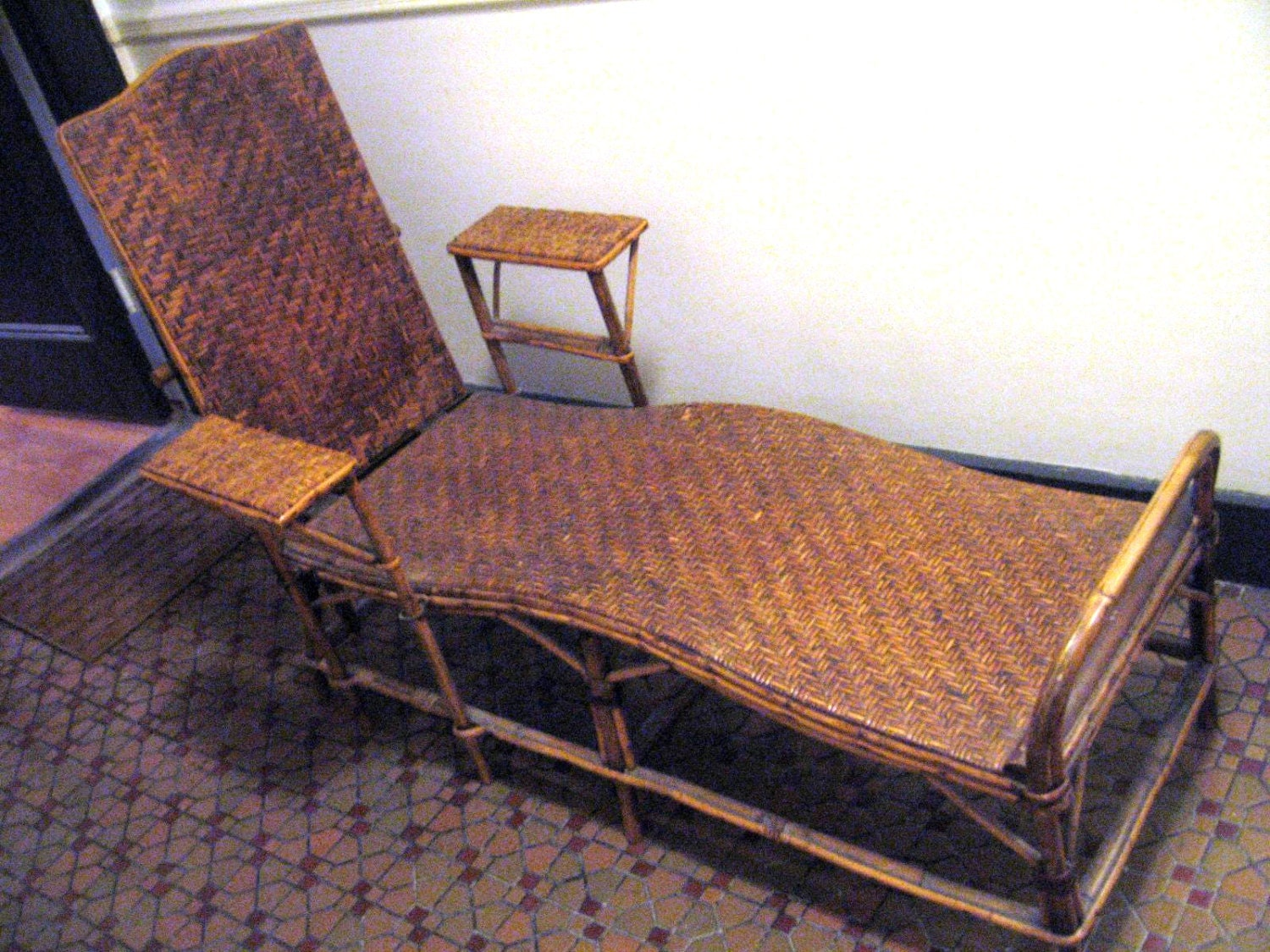 Antique french bamboo wicker chaise lounge local pick up nyc for Antique wicker chaise lounge