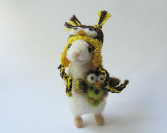 Little mouse in owl hat