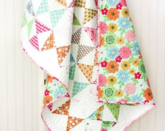 Flower Patch Baby Quilt - Hour Glass Quilt - Lori Holt -  Bee in My Bonnet - READY TO SHIP