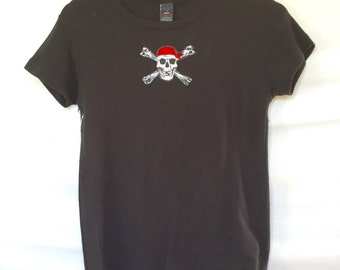 Ladies Large, Black Pirate Theme Skull and Cross Bone Fitted Tee Shirt