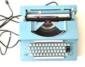 TRAVELER Automatic Typewriter, Mid Century Modern Decor, Blue Electric Typewriter, 1960's Movie Prop, Vintage Typewriter, Gift for Writer