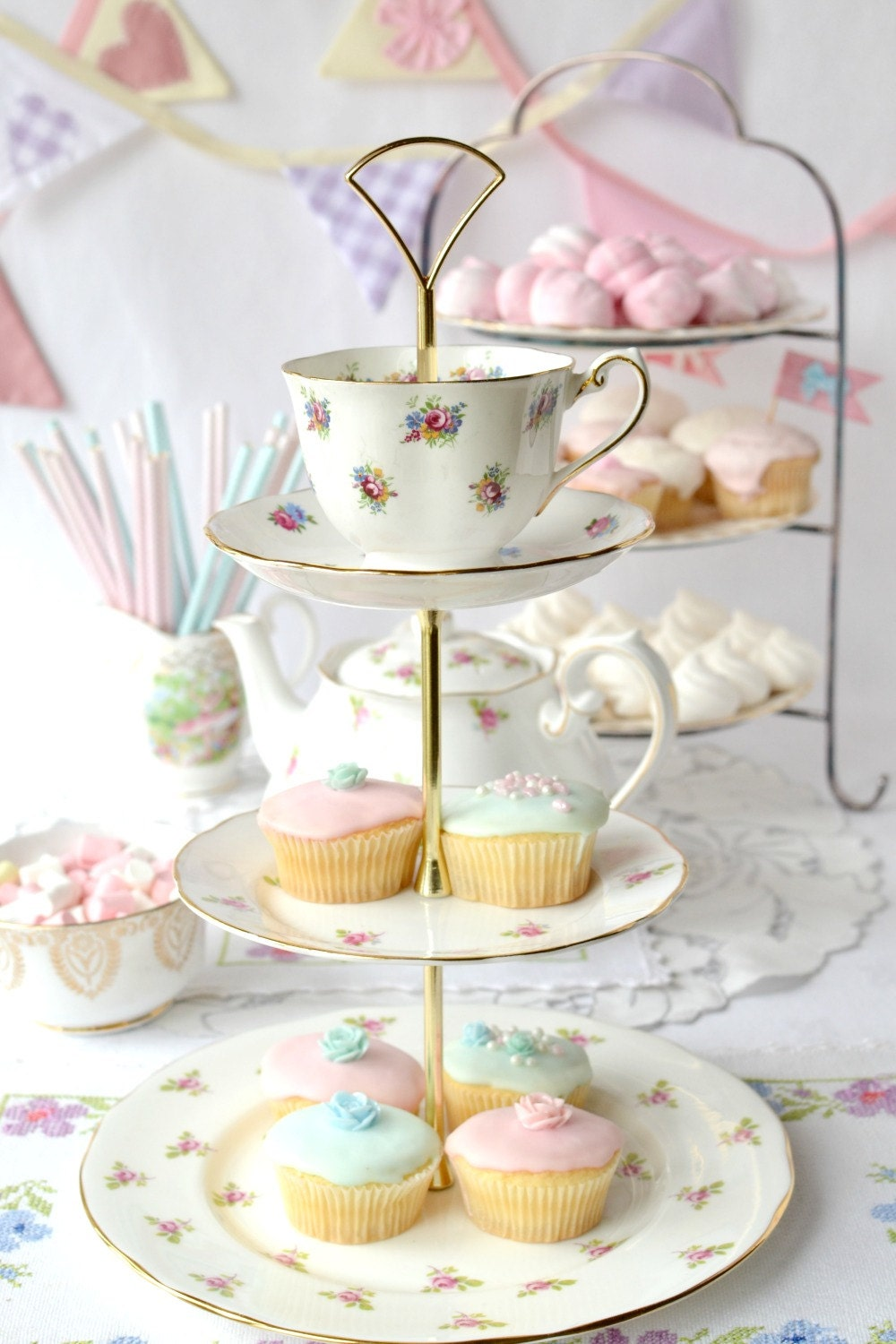 Rosebud 3 tier cake stand pretty tiered by nancysvintagechina for Pretty cake stands