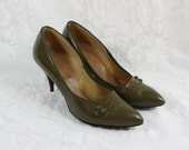 Women's Shoes Pumps- Moss Olive Green Leather- Size 8 M- Pointed Toe- 3 inch heel- Aldens