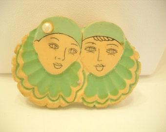 Vintage Wooden Brooch (6264) Ladies With Ruffled Collars