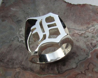Old English D ring .925 Silver, 13.5 grams tw. size 10.0, Custom made split shank design,  solid Cad/hand carved model. Go Detroit!