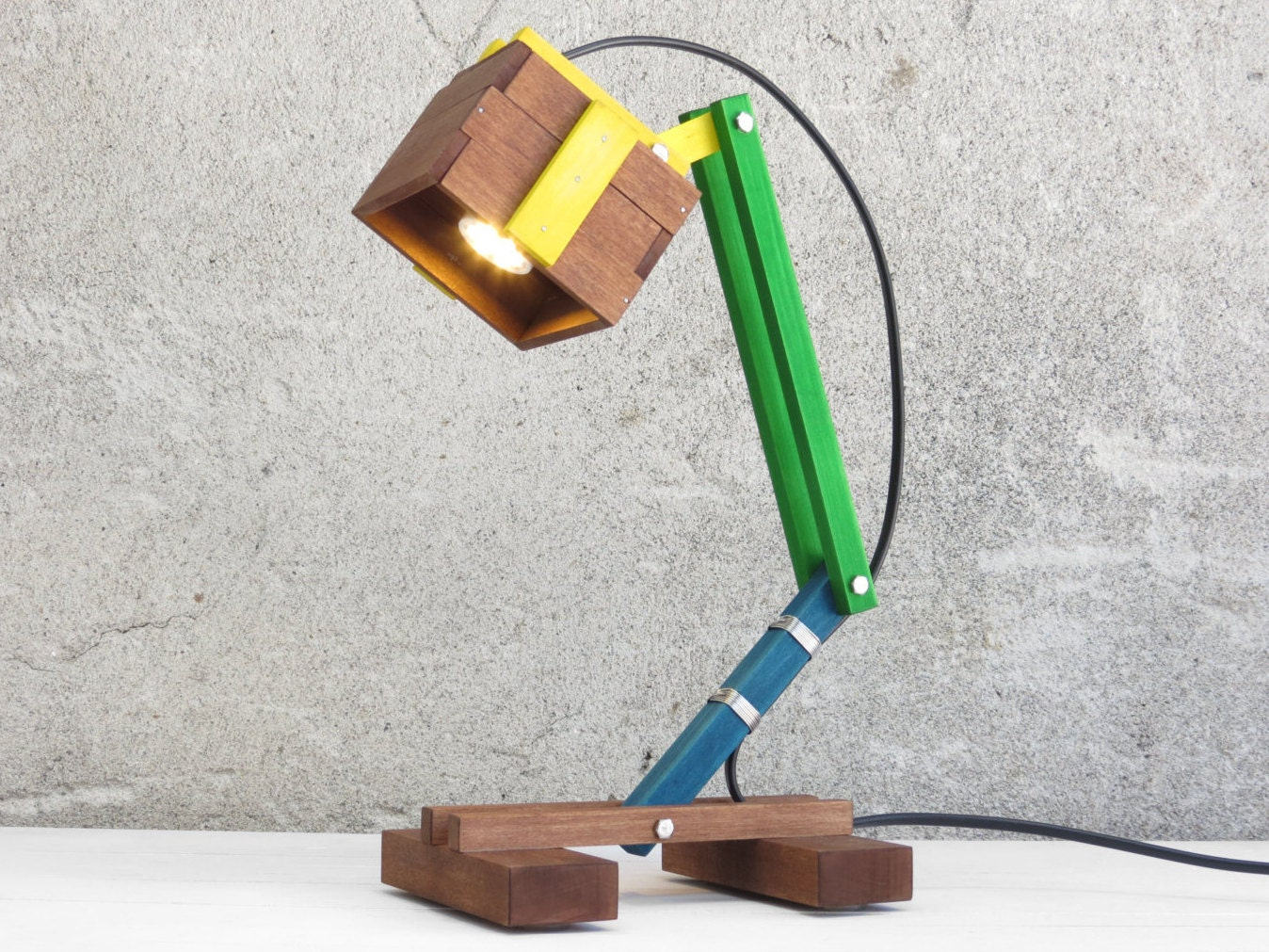 Wooden desk lamp -  Zoom
