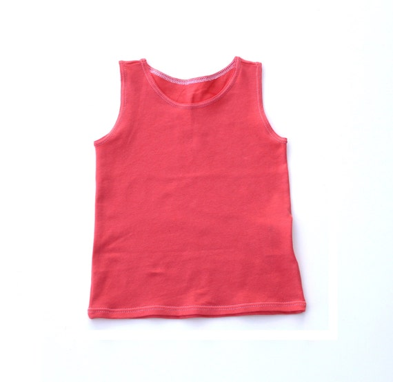 Various fabrics of baby girls' tank tops When shopping for tank tops for baby girls, the most important feature to consider is the fabric type. Popular options include cotton, polyester, and bamboo rayon.