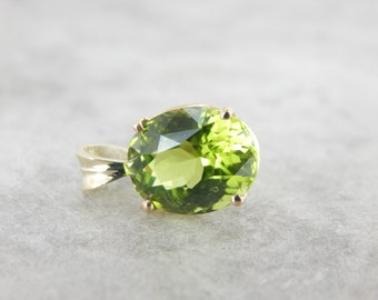 August Baby Birthstone, Peridot Pendant in Yellow Gold 9W9EDD-D
