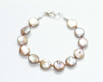 wedding jewelry pearl bracelet /  birthday gift bridesmaid / june birthstone jewelry / pale pink freshwater pearl bracelet wedding