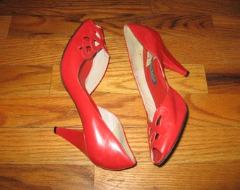 Vintage Nickels Made In Italy Red Cut Out Engraved Detail Peep Toe High Heel Leather Pump Shoes Size 7M
