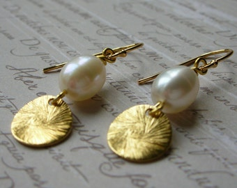 Pearl Earrings - Gold Plated 925 Sterling Silver - Gold Disc Earrings