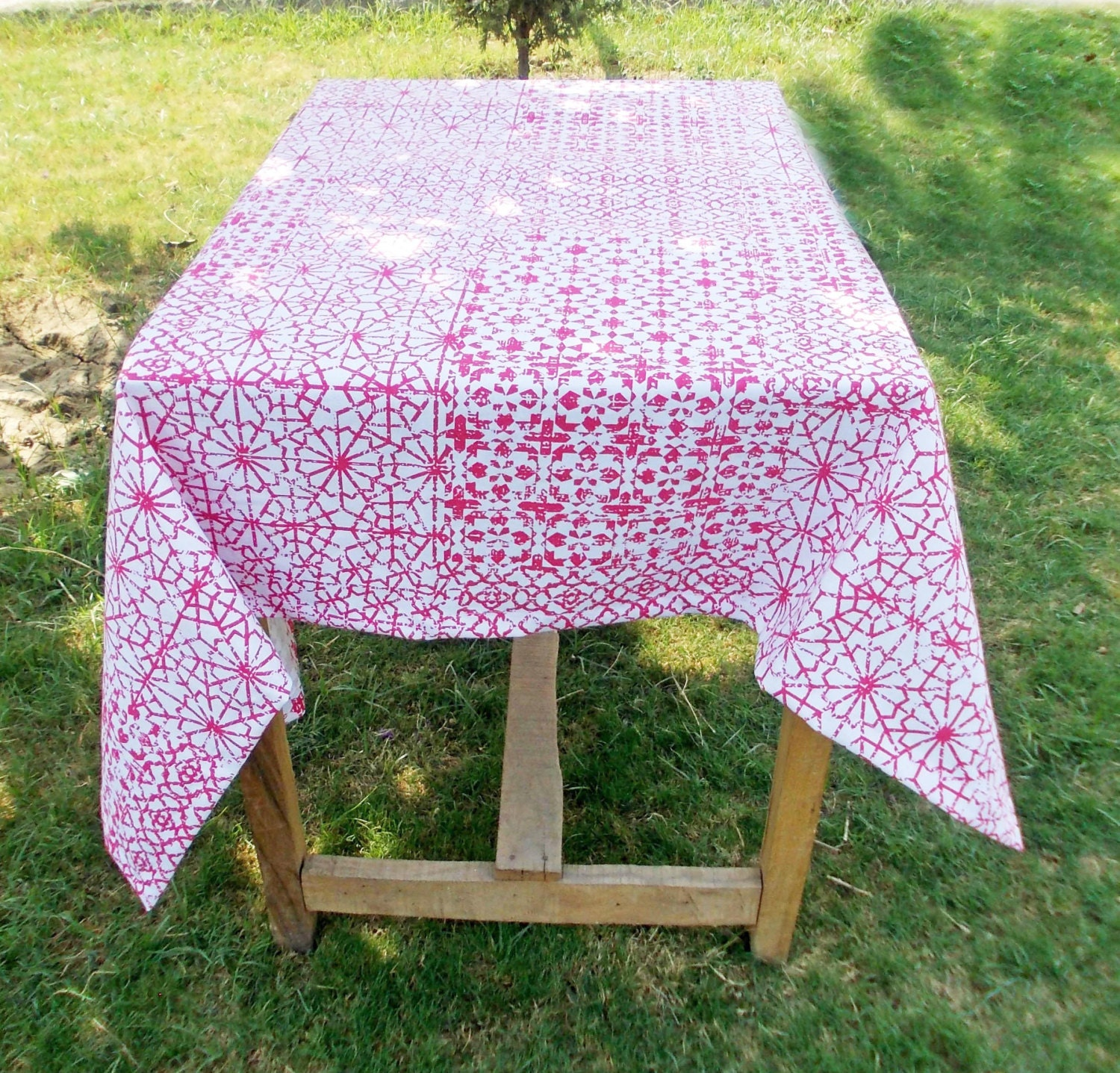 Pink Table Cloth : Pink table cloth geometrical print 1 hem border 100% by VLiving