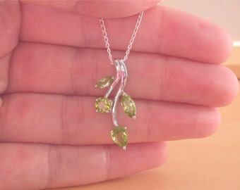 "925 Peridot Pendant & 18"" Silver Chain/Peridot Leaf Necklace/Peridot Jewelry/Peridot Jewellery/Silver Peridot Necklace/August Birthstone"