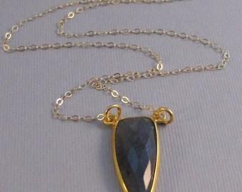 Labradorite Arrowhead,Labradorite Necklace,Grey Necklace,Gold,Gold Necklace,Agate,Geode,Arrowhead,Arrow,Necklace,Gemstone,Grey