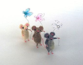 Tiny felt mouse with butterfly Miniature Mice toy Woolen little funny animal Woolen mouse Woodland Dollhouse doll Waldorf cute felt animal