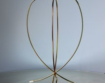 Vintage 70s ~ Mid Century Modern Hat/Wig Wire Display Stand   Gold-Tone Metal, White Rubber Feet, Adjustable