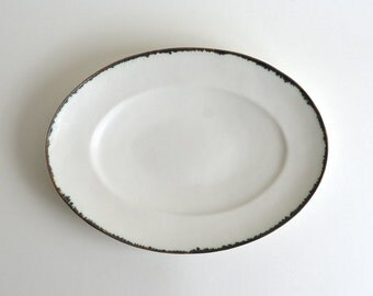 Oval-Shaped Dish (White Cloud with Bronze Rim) ;  Wakako Senda (13003013-WB)