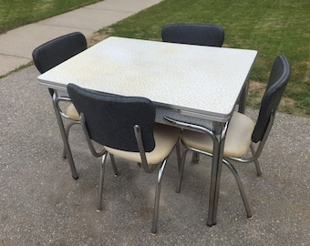 Vintage 1950s Kitchen formica table & chairs /chrome/ vinyl/ 50s/ **40Dollars delivery to Toronto area