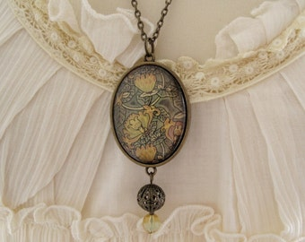 VINTAGE STYLE NECKLACE / Art nouveau / Antiqued bronze / Chain / Oval / Pendant / Czech glass bead / Romantic style / Victorian style