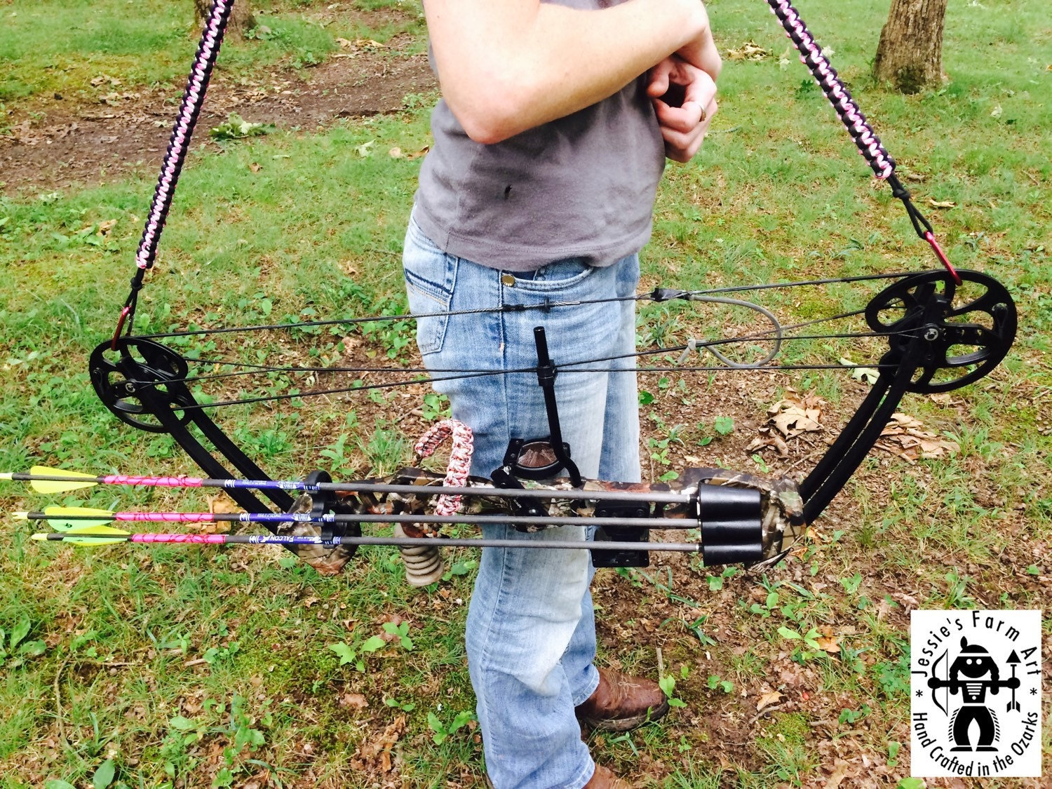 Dec 24,  · Edit Article How to Make a Hunting Bow. Two Methods: Making a Bow from PVC Making a Bow from Wood Community Q&A Have you ever wanted a bow but it was to much money, or do you want to be like Katniss Everdeen, well here is just the place for you%(26).