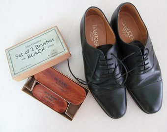Charming vintage English boxed set of pure bristle shoe brushes~Delightful lettering~Decorative display prop for dressing room/shoe boutique