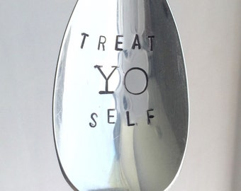 Treat yo self, parks and rec, aziz ansari, Tom Haverford, Tom and Donna, treat yo self 2011, Amy Poehler, Ron Swanson, stamped spoon
